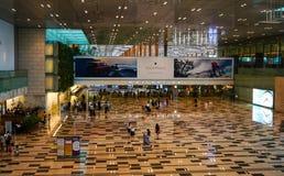Inre sikt av terminal 1 på flygplatsen i Changi, Singapore Arkivbild