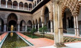 inre slottuteplats verkliga seville för alcazar Arkivbild