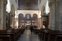 Inre St Nicholas Basilica _ Apulia Arkivbilder