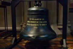 Inre St Patrick för minnesklocka domkyrka i Dublin, Irland Arkivfoton