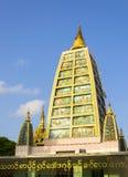 Inre struktur för Shwedagon pagod i Rangoon som är min Arkivfoto