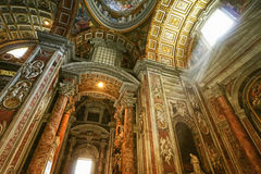 Inre Sts Peter Basilica Royaltyfri Foto