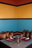 Inre tabellinställning för restaurang Arkivfoton