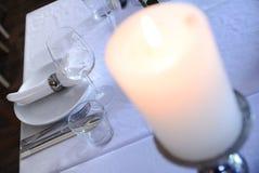 Inre tabelluppsättning för restaurang med summa, stearinljuskoppar Royaltyfri Fotografi