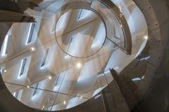 Inre takdetalj av den breda moderna Art Museum Arkivbild