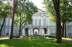 Inre trädgård av vinterslotten, St Petersburg Royaltyfri Foto