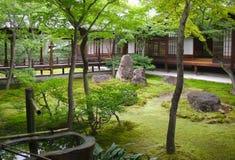 Inre trädgårdar, Nijo slott, Kyoto Japan Royaltyfri Fotografi