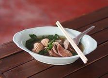 Inre varm klar soppa för griskött med den THAILÄNDSKA och KINESISKA menyn för blodgelé Royaltyfri Foto