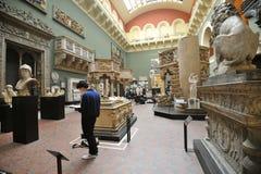 Inre Victoria och Albert Museum i London, England Arkivfoto