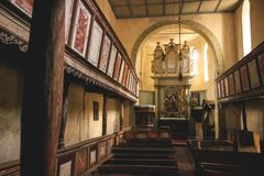 Inre Viscri stärkt kyrka, Rumänien royaltyfri fotografi