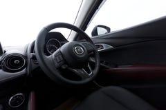 Inredesign av den Mazda CX-3 instrumentbrädan Arkivfoton
