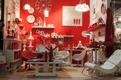 Inredning och tillbehör på skärm på HOMI, internationell show för hem i Milan, Italien royaltyfria foton