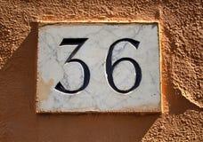 Inristat byggnadsnummer & x28; 36& x29; fotografering för bildbyråer