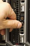 Insérez l'unité de disque dur dans un serveur de lame Photographie stock