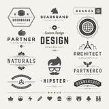 Insígnias retros do vintage ou vetor ajustado Logotypes Fotografia de Stock Royalty Free