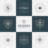 Insígnias retros do vintage ou vetor ajustado Logotypes Fotos de Stock Royalty Free