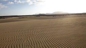 Insabbi gli zigzag del modello, il parco naturale, Corralejo, Fuerteventura, Ca Fotografie Stock