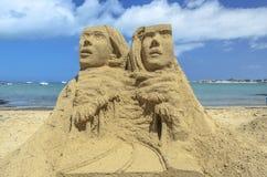 Insabbi la statua ad una spiaggia a Fuerteventura, isole Canarie Fotografia Stock
