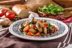 Insalata calda del fungo con i peperoncini rossi fotografia stock