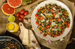 Insalata calda delle lenticchie, bio- sano fotografia stock libera da diritti