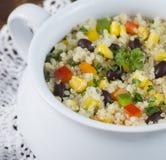 Insalata casalinga del fagiolo nero, del mais e della quinoa Immagini Stock
