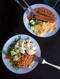 Insalata con i fagioli e le salsiccie Fotografie Stock Libere da Diritti