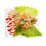 Insalata con i verdi assortiti, carne di maiale fritta, carote Immagine Stock Libera da Diritti
