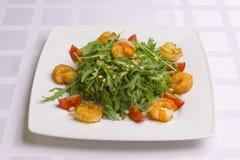 Insalata con le erbe, le verdure ed i gamberi Immagini Stock