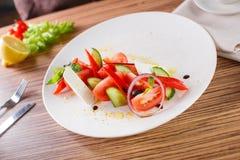 Insalata con le verdure ed i verdi Immagini Stock