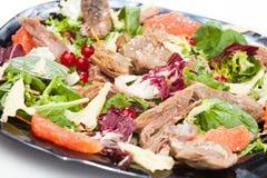 Insalata dagli ortaggi freschi e dalla carne del pollo Immagini Stock Libere da Diritti