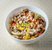 Insalata dai funghi fritti delle verdure e dal feta fresco Immagine Stock Libera da Diritti