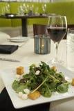 Insalata degli spinaci con pancetta affumicata e vino Fotografie Stock