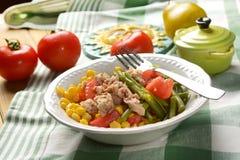 Insalata dei fagiolini, del mais, del pomodoro e del tonno Fotografie Stock