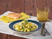 Insalata del fagiolo di Lima e del fagiolo di lima, Palares Guisados, un piatto tipico dal Perù Immagini Stock