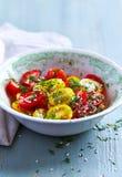 Insalata del pomodoro ciliegia Pomodori di ciliegia gialli e rossi Fotografia Stock Libera da Diritti