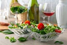 Insalata del vegano con il pomodoro, la rucola e gli spinaci Fotografia Stock