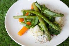 Insalata dell'asparago con la carota immagini stock libere da diritti