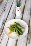 Insalata dell'asparago con la carota fotografia stock