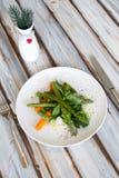 Insalata dell'asparago con la carota immagine stock libera da diritti