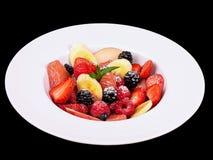 Insalata della bacca e della frutta isolata su fondo nero Immagini Stock Libere da Diritti