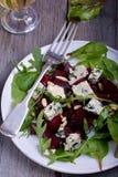 Insalata della barbabietola con formaggio blu Fotografia Stock Libera da Diritti