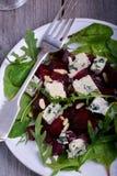 Insalata della barbabietola con formaggio blu Fotografie Stock Libere da Diritti