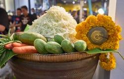 Insalata della papaia nel mercato Bangkok Tailandia Immagine Stock Libera da Diritti