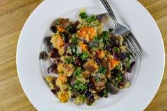 Insalata della quinoa con una vinaigrette dell'acero Immagine Stock