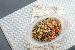 Insalata della quinoa da sopra immagine stock