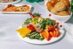 Insalata della verdura fresca con il pomodoro, cetriolo immagini stock