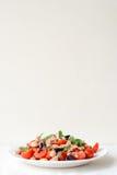 Insalata della verdura fresca con lo sgombro Fotografia Stock Libera da Diritti