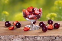 Insalata delle fragole e delle prugne Fotografia Stock
