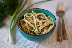 Insalata delle tagliatelle dello zucchini fotografie stock