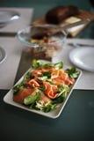Insalata di color salmone per pranzo fotografia stock